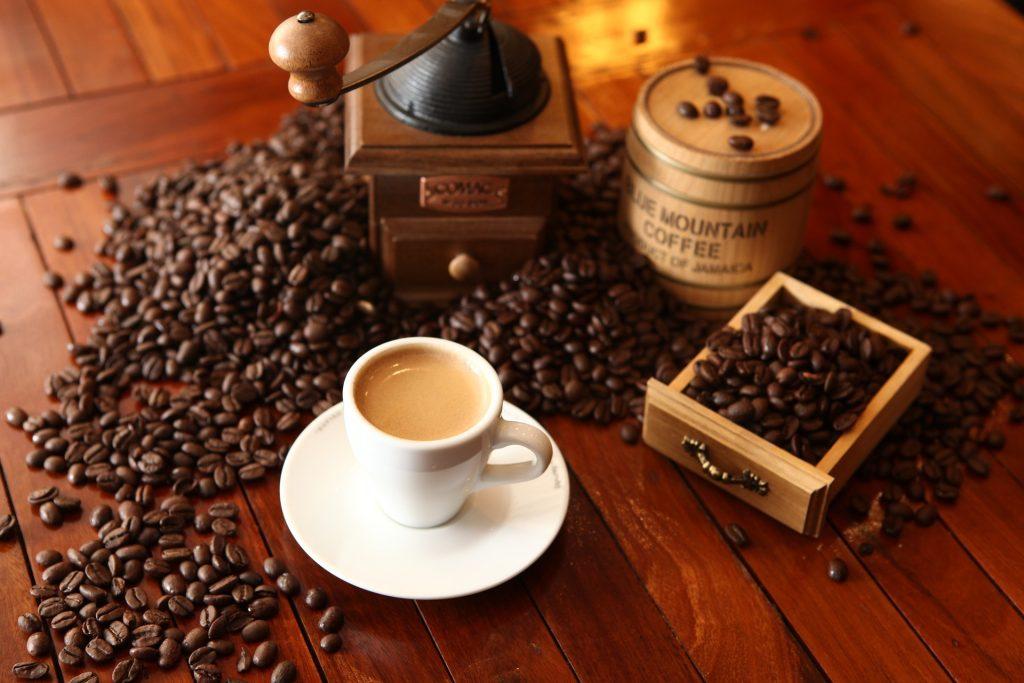 cafe-1618628_1920